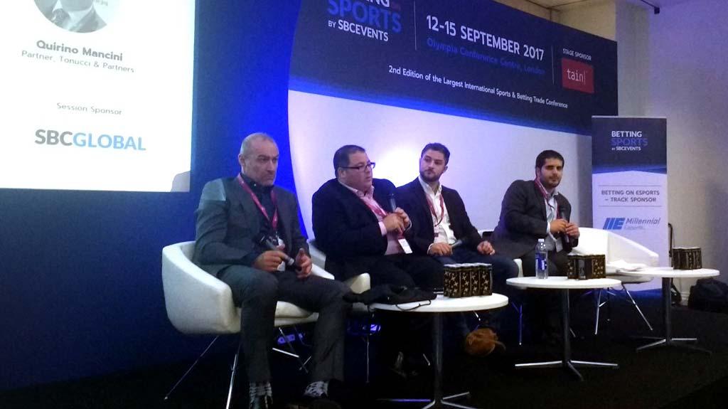 Joseph Borg de WH Partners, Peter Worsencroft de Squire Patton Boggs, y Quirino Mancini de Tonucci & Partners