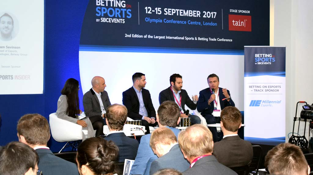 Viktor Wanli de Kinguin, Adam Savinson de Win Technologies – Betway Group, Scott Burton de ESP, y Malph Minns de Strive Sponsorship, con moderación de Kirsty Endfield de Swipe Right PR